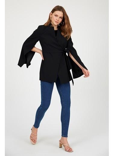 Setre Siyah Kuşaklı Kruvaze Vatkalı Pelerin Model Ceket Siyah